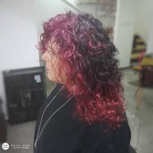 צבע שיער לשיער מתולתל בעפולה מספרת אורטל אדרי