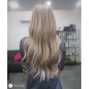 צבע בלונד לשיער ארוך בעמקים אורטל אדרי עיצוב שיער