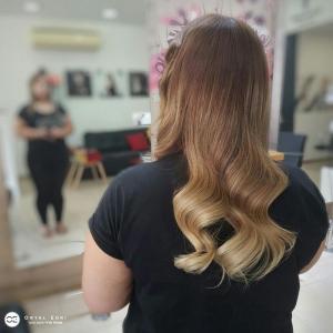 צבעי שיער טבעיים לשיער ארוך בעמקים אורטל אדרי עיצוב שיער